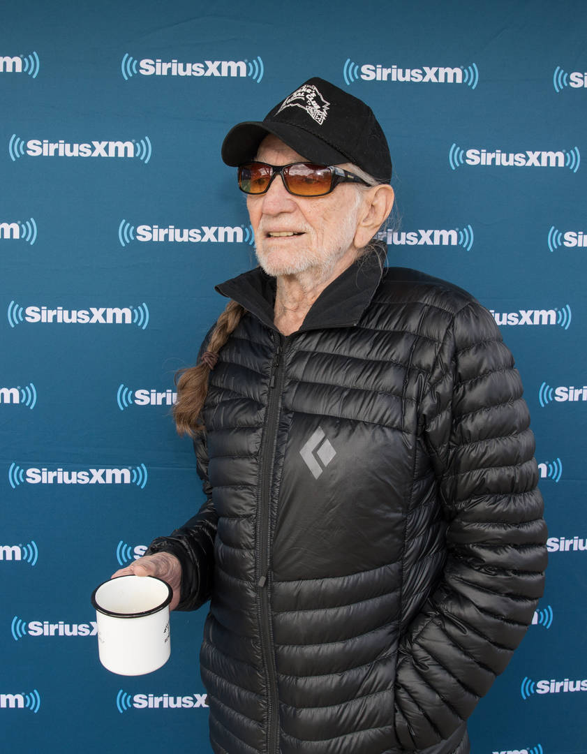 "Willie Nelson Stop Smoking Weed After It Nearly ""Killed"" Him"