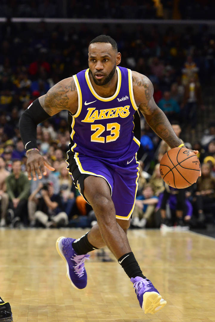 """LeBron James Accused Of """"Disrespect"""" By Jazz Announcers For Not Wearing Shoes Courtside"""