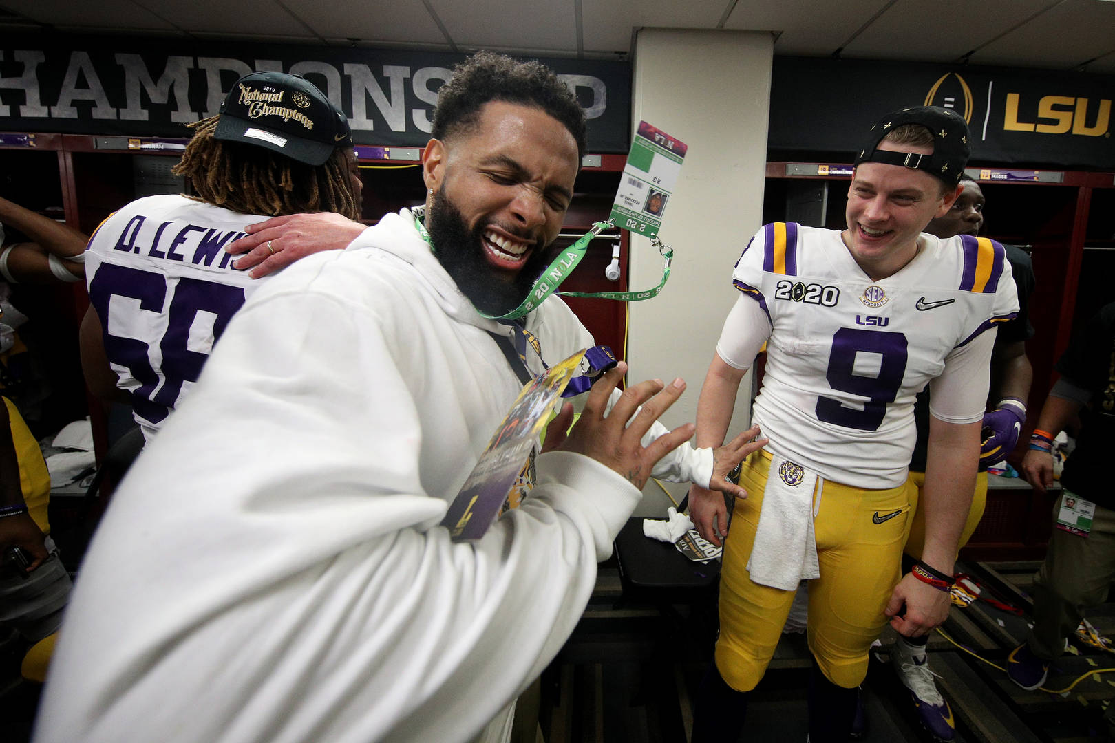 Odell Beckham Jr. Handed Out Fake Money To LSU Football Team After Win