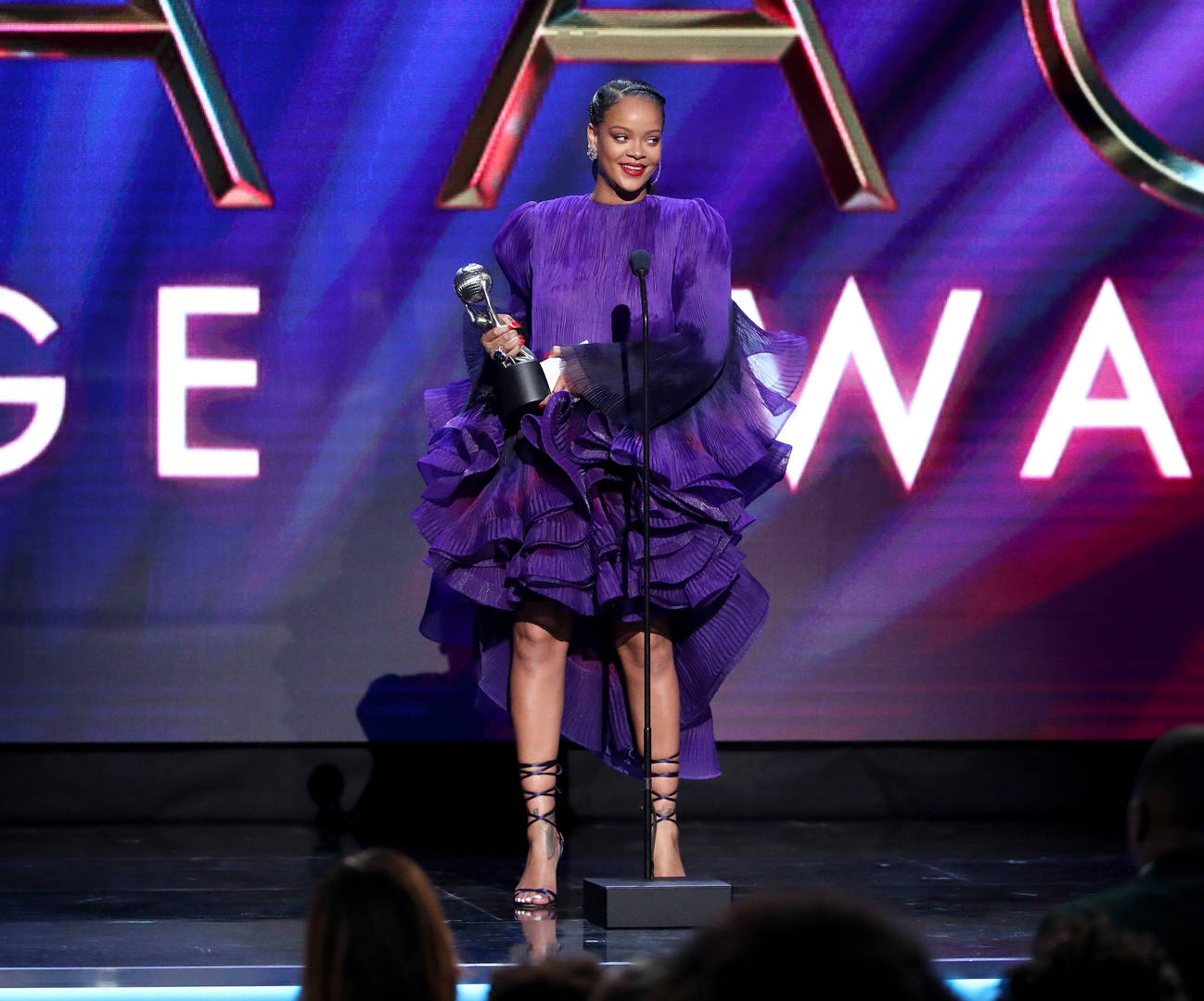 Rihanna pleads for unity during NAACP Image Award speech