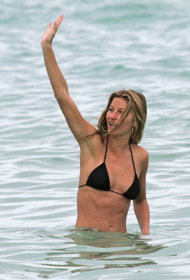 Gisele Bundchen Sends Coronavirus Message From Beach