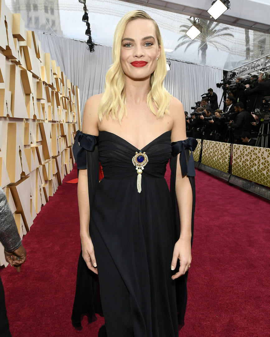 Margot Robbie to star in female-centric Pirates of the Caribbean