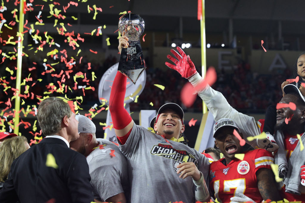 Chiefs, Patrick Mahomes agree to 10-year, $400 million extension