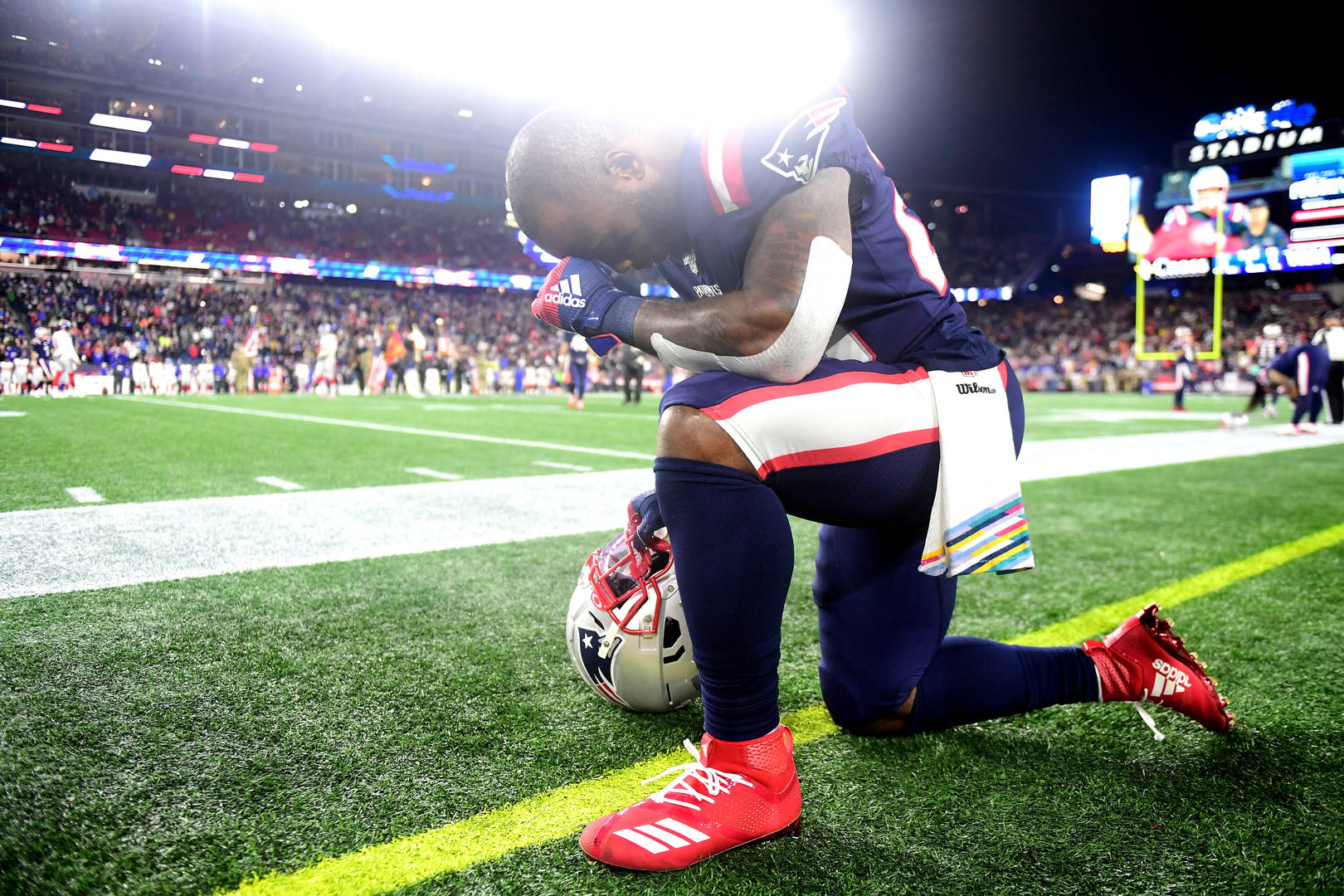 Patriots' White misses SNF after parents were involved in auto crash