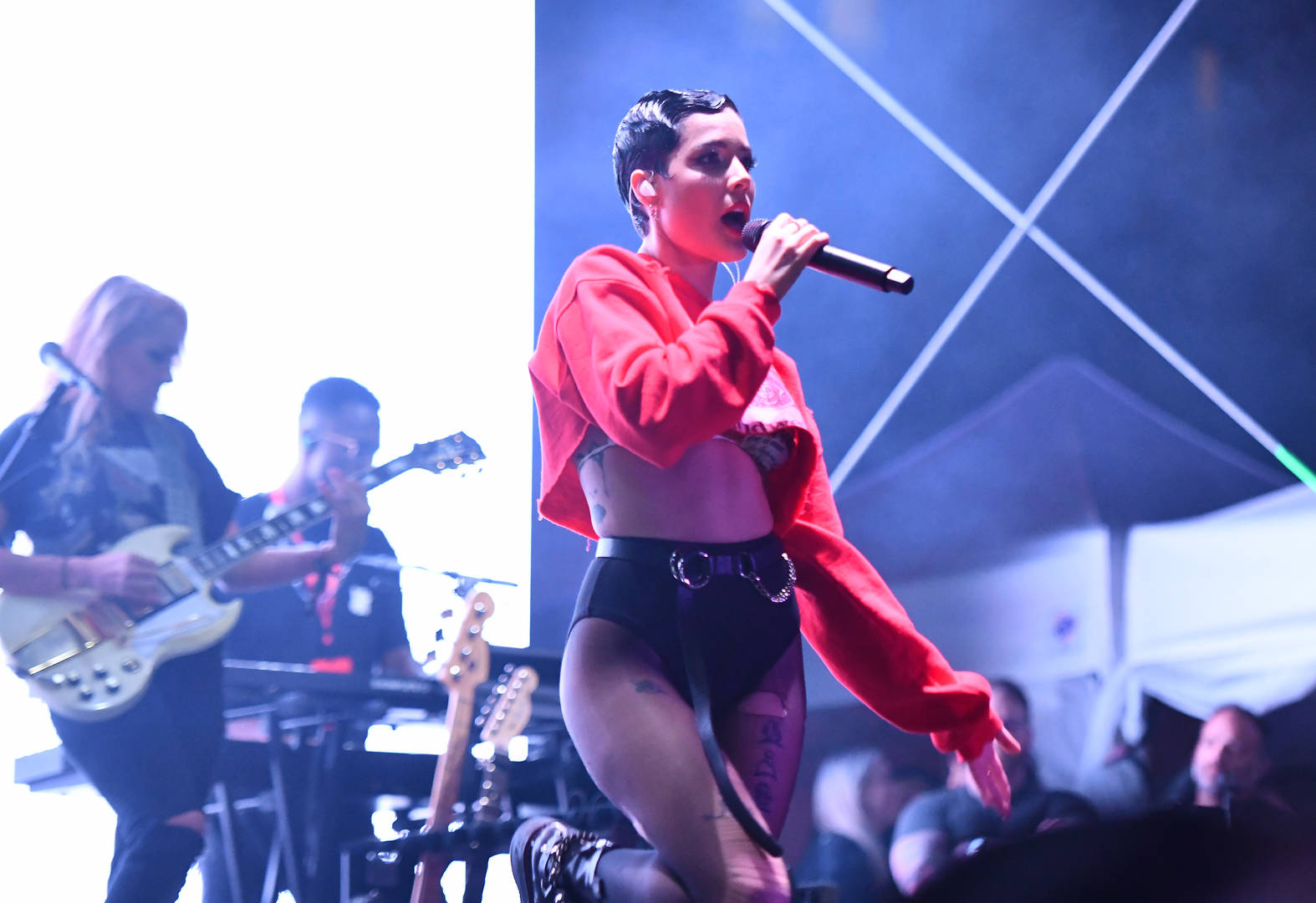 Halsey Apologizes For Sharing Graphic Eating Disorder Photo