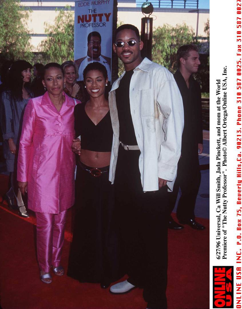 Jada Pinkett Smith, Will Smith, and mom arrives at the 1996 World Premiere of